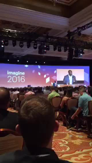 JoshuaSWarren: LIVE on #Periscope:  Magic Johnson interacting with the crowd at #MagentoImagine https://t.co/2z8gw6f3YE